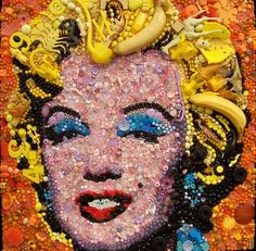 Marilyn Monroe by British artist Jane Perkins who uses hundreds of found object to recreate iconic paintings. Brian Froud, Famous Portraits, Classic Portraits, Painting Plastic, Plastic Art, Classic Image, Found Object Art, Junk Art, Button Art