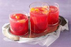 Mustaherukkasangria ✦ Alkoholiton ja raikas versio sangriasta, joka maistuu lapsillekin. http://www.valio.fi/reseptit/mustaherukkasangria/