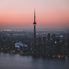 25 Photos Of The Spectacular Sunsets In Toronto Toronto Skyline, Toronto City, Downtown Toronto, Toronto Ontario Canada, Canada Eh, City Aesthetic, Aesthetic Pics, Canada Travel, Beautiful Places