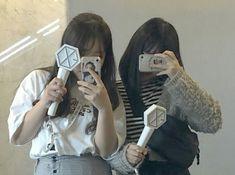 follow: @groovejyr for more picture 🌸🌿 Korean Aesthetic, White Aesthetic, Aesthetic Vintage, Best Friend Couples, Best Friend Goals, Bffs, Korean Best Friends, Exo Fan, Kpop Merch