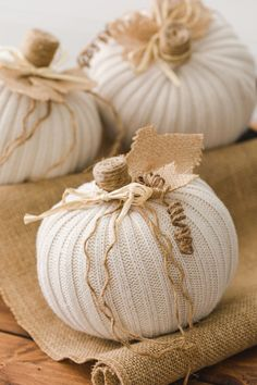 DIY Sweater Pumpkins Foam Pumpkins, Fabric Pumpkins, Mini Pumpkins, Burlap Pumpkins, Diy Pumpkin, Pumpkin Crafts, Pumpkin Ideas, Easy Fall Crafts, Fall Diy