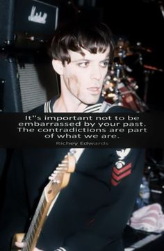 Richey Edwards, Cult Of Personality, British, Black Flowers, Cool Bands, Rock N Roll, Drugs, Singers, Musicians