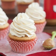 Fluffernutter Cupcakes: the nostalgic sandwich combination is even better in cupcake form!