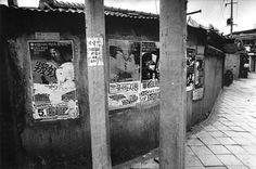 김기찬 (金基贊, 1938-2005)의 사진 골목안 풍경 김기찬  1938년 서울 출생으로, 동양방송... Old Pictures, Old Photos, Time In Korea, Korean Photo, Korean People, Korean War, The Old Days, Photojournalism, South Korea