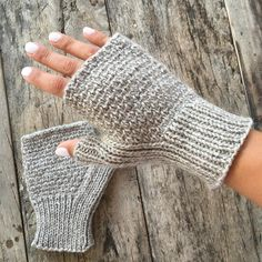 Worsted Badlands Mitts Knitting pattern by Kathryn Folkerth - handstulpen sitricken Arm Knitting, Knitting Socks, Knitting Patterns, Crochet Patterns, Knitting Stitches, Fingerless Gloves Knitted, Knit Mittens, Crochet Gloves Pattern, Knit Crochet