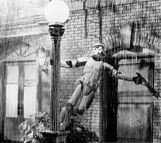 storm trooper serenade... singin' in the rain + star wars... AHHHH