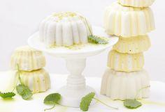Für den Pudding die Gelatine in einer Schüssel mit kaltemWasser einweichen. Milch, Kokosmilch, Vanillemark undZucker in einem Topf zum Kochen bringen. Topf vomHerd ziehen. Gelatine ausdrücken und ...