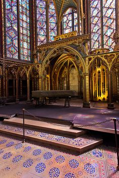 Dentro la Sainte Chapelle - Paris.  Walking into this magical church is like entering a jewel box of colour and beauty.