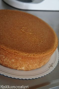 kääretorttukakku results: discover hand-made ideas, home ideas, food, style inspiration and future ideas to try with The Cedrus Swedish Recipes, Sweet Recipes, Cake Recipes, Dessert Recipes, Desserts, Just Cakes, Pastry Cake, Other Recipes, Yummy Cakes