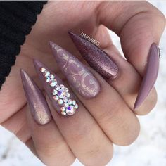 Follow @billionails for daily naildesign inspiration! #nails #nailsoftheday #naildesign #nageldesign #manicure #nägel #notd #nechty #nehty #nailpolish #nailsaddict #preto #smalto #paznokcie #unghie #longnails #köröm #ציפורניים #манікюр #svarovski #stilettonails