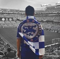 the Blue Flag Flying High this is an amazing photo! Chelsea Football, Football 2018, London Football, Chelsea Champions, Fc 1, Russia 2018, Chelsea London, Stamford Bridge