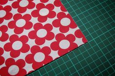 Briefecke nähen unbebearbeitetes Stoffstück Sewing Patterns Free, Quilt Patterns, Free Pattern, Picnic Blanket, Outdoor Blanket, Mitered Corners, Textiles, Sewing Hacks, Sewing Ideas