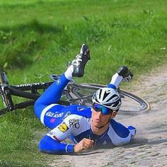 Zdenek Stybar getting to know the cobbles! @tdwsport