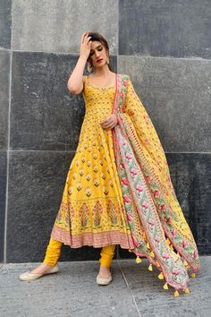Antara set - Antara set – Celebrity Styles – Woman – Shop Source by - Salwar Designs, Kurti Designs Party Wear, Indian Gowns Dresses, Pakistani Dresses, Bridal Anarkali Suits, Bridal Dresses, Indian Attire, Indian Ethnic Wear, Indian Wedding Outfits