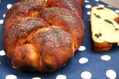 Pão doce com ameixas secas by M Cruz, via Flickr