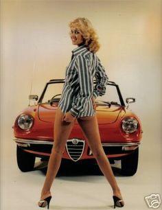 Esta es forma de acompañar a un Alfa Romeo Spider... Un clásico.