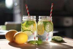 heerlijk frisse komkommer citroen drankje