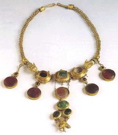 Gold Necklace Set with Garnets and Glass Paste, Palaiokastro, Thessaly. c. Late 2th early 1st Century BC.