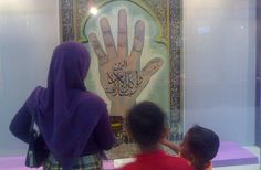 """Pameran yang memamerkan berbagai hasil karya anak bangsa ini sangat menarik, pasalnya kaligrafi-kaligrafi yang terpajang tersebut merupakan kaligrafi-kaligrafi yang terbaik dari Maestro Indonesia yang bernilai jual tinggi. """"Karya-karya yang ditampilkan pada pameran ini merupakan hasil karya Maestro Indonesia dan juga merupakan Hibah dari Panitia MTQ Nasional Tahun 80-an yang berlangsung di Aceh,"""" tegas lulusan Akademi Pariwisata Universitas Muhammaddyah tersebut."""