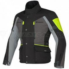 Dedicated to motorbike touring male enthusiasts for whom comfort and functionality matter even when they encounter bad weather, the Temporale jacket features a waterproof, breathable D-Dry®membrane, a removable thermal lining and air vents at the sides and chest for optimal temperature control.