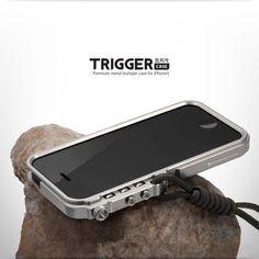 Trigger Aluminum Case Titanium gray for Apple iPhone 5 & : - Premium Mobile Accessories Iphone 5 Case, Iphone Bumper Case, Iphone 7 Plus, Accessoires Iphone, Mens Gear, 5s Cases, Phone Cases, Mobile Accessories, Iphone Accessories