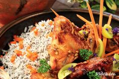 Mézes csirkeszárnyak mákos rizzsel  szombat   ebéd  570 Kcal