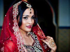 Gorgeous Indian bride in beautiful bridal wear. Stunning South Asian weddings. Indian wedding ideas #indianwedding