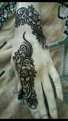 The best part about mehndi is its unique designs . Arabic mehndi designs 2016 are acquiring level of popularity among girls and women who's husbands like mehndi :) . Arabic mehndi designs 2016 are different from Pakistani designs. Henna Tatoos, Mehndi Tattoo, Henna Mehndi, Hand Henna, Wrist Henna, Henna Hands, Indian Henna, Finger Henna, Arabic Henna Designs