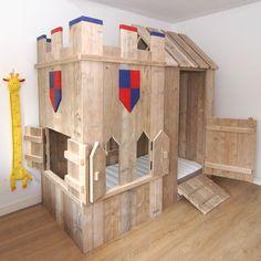 steigerhouten speelbed ridder kasteel voor een stoere jongenskamer van muramura.nl