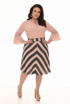 Curvy - Fascinius Moda Evangélica Office Dresses For Women, Trendy Dresses, Plus Size Dresses, Plus Size Outfits, Summer Dresses, Casual Dresses, Cute Fashion, Girl Fashion, Fashion Outfits