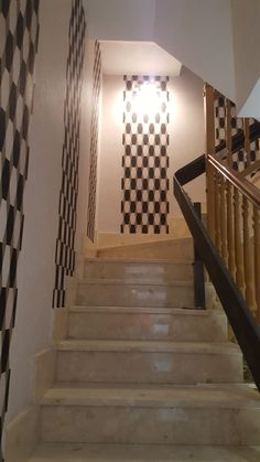 Escalera decorada con papel pintado geometrico. Stairs, Home Decor, Geometric Wallpaper, Stairway, Paper Envelopes, Decoration Home, Room Decor, Staircases, Home Interior Design