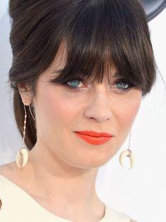 Celebridades internacionais usando batom laranja! Nos olhos variações de esfumados - mais marcados ou bem leves. Ideias para arrematar o look.
