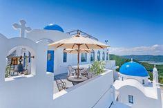 お泊まりは土佐市。ヴィラ・サントリーニ。わざわざギリシアのサントリーニ島に出掛けなくても、日本にもあったんですね。うり二つです。海を眺めながら、至福の休日を。