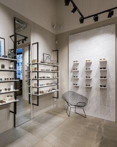 Shop Interior Design, Store Design, Eyeglass Stores, Luminaire Led, Glasses Shop, Optical Shop, Eye Exam, Clinic Design, Optometry