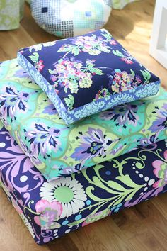 Floor pillows from some of my favorite Amy Butler fabrics in the Love collection, including Trumpet Flowers in Emerald and Water Bouquet in Midnight Fabric Crafts, Sewing Crafts, Sewing Projects, Pillow Design, Fabric Design, Make Your Own Badge, Knock Off Decor, Amy Butler Fabric, Fabulous Fabrics