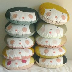 Необычные подушки в детскую комнату
