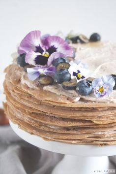 Decoration with flowers, a crepes cake recipe. Torta di crêpes // Crêpes cake
