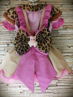 Conjunto de saia com suspensório,blusa e saiote de tule. Pode ser adaptado para diversos temas