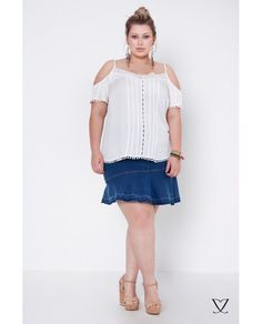 Saia Jeans Plus Size na modelagem fit and flare
