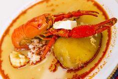 87 - CHUPE DE CAMARONES Un clásico de la cocina de Lima y el Callao, pero principalmente un símbolo de Arequipa. El chupe de camarones lleva a la máxima expresión el sabor marino gracias a una fina cocción a fuego lento en la que el camarón adquiere un sabor inigualable.