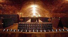 Itinerario FenoglioPavese: Canelli,le cattedrali sotterranee del vino....................Itinerary FenoglioPavese: Canelli, the underground cathedrals of wine