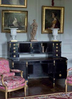 A neoclassical Viennese desk, last quarter 18th century #laviedechateau