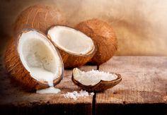 Bild der Frau -  Kokosnussöl schmeckt nicht nur gut. Auch für Beauty, Gesundheit und die Diät lässt sich Kokosöl wunderbar einsetzen.