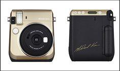 Michael Kors firma una collaborazione con Fujifilm per una nuova fotocamera, la Instax Mini 70, presentata a Photokina 2016, la più importante fiera al mondo della fotografia.