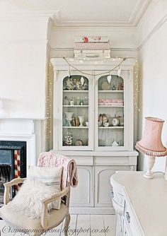 How stunning is this shabby chic living room furniture from Tamsyn Morgans Home?! This shabby chic living room space is just divine! I wish I had discovered the whole world of vintage furniture before I had that brief love affair with Ikea! I really want to invest in some great quality vintage pieces.