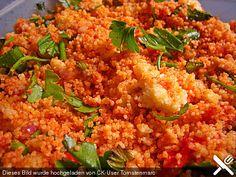 Couscous Salat mit frischer Minze, Petersilie, Frühlingszwiebel, Tomate, Gurke Mit Ajvar oder Cajennepfeffer würzen?