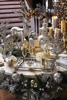 For your inspirations, check out some beautiful Christmas dining room ideas that will totally mesmerize you! Elegant Christmas Centerpieces, Elegant Christmas Decor, Silver Christmas Decorations, Christmas On A Budget, Diy Christmas Ornaments, Christmas Home, Holiday Decor, White Christmas, Christmas Tabletop