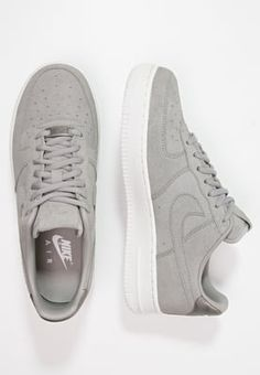 sports shoes ccb9a 972f2 Femme Nike Sportswear AIR FORCE 1  07 PREMIUM - Baskets basses - medium  grey offwhite gris  109,95 € chez Zalando (au 1 06 16).