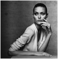 Shalom harlow photographed by irving-penn-vogue-1996