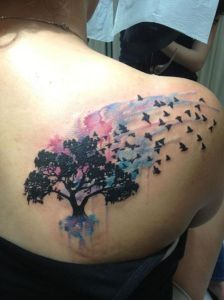 Árbol y Aves volando Watercolor Dreamcatcher Tattoo, Dreamcatcher Tattoos, Watercolor Tattoo, Dream Catcher, Body Art, Dream Catchers, Tattoo Watercolor, Dream Catcher Tattoo, Body Mods